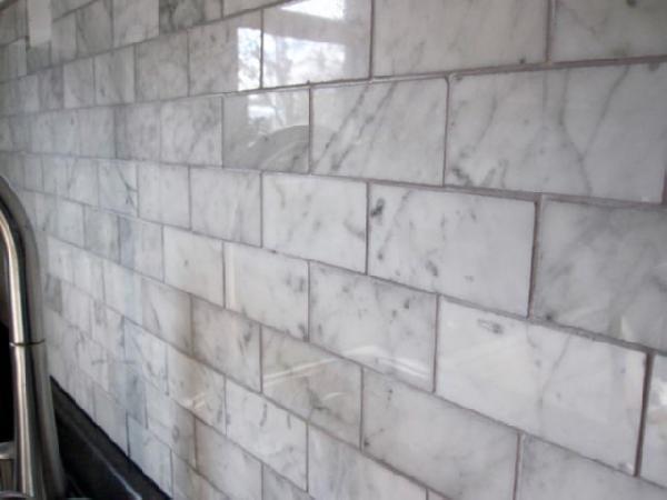 white carrara marble subway tiles backsplash