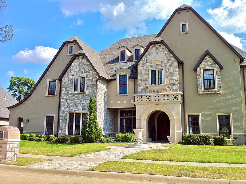 800px-Example_of_large_home_in_Southlake