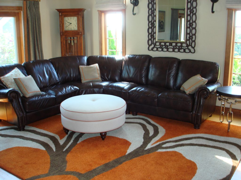 Bright ideas to help your living room decor pop with color for Room decor help